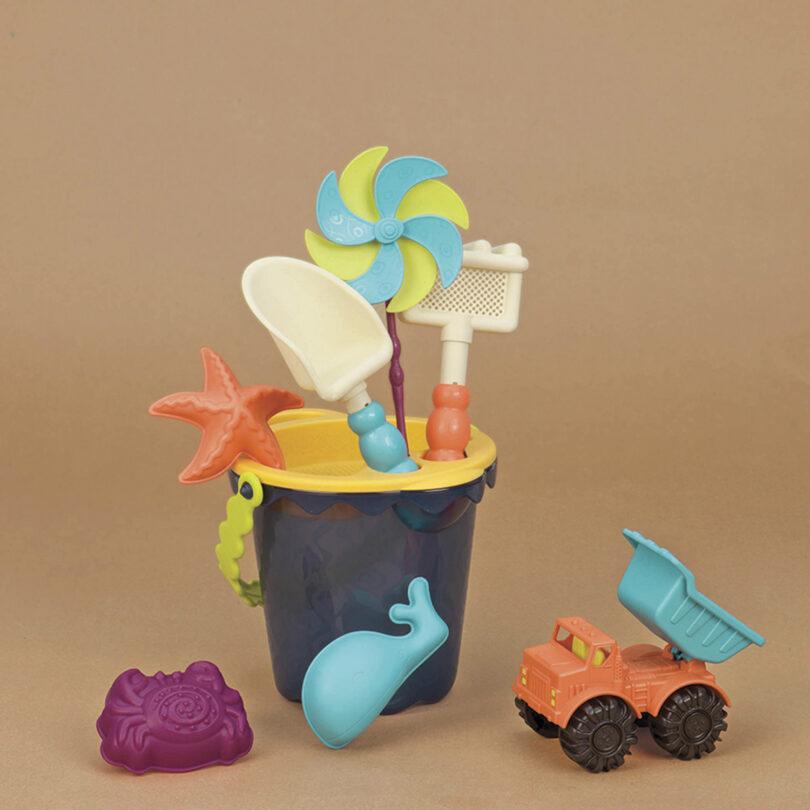 b-toys-b-sands-ahoy-medium-beach-bucket-set-74a9afab-1dd2-4f93-9706-8f8937db390c